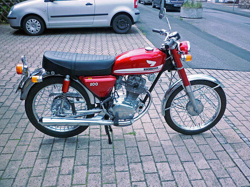 Click image for larger version  Name:800px-1970_Honda_CB_100,_right_side.jpg Views:11 Size:194.9 KB ID:23652